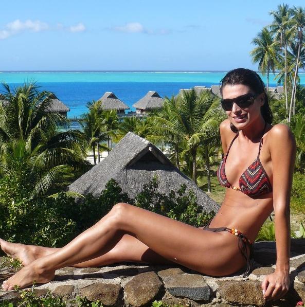 Sonia ferrer bikini posando