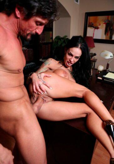 Angelina Valentine secretaria intima jefe