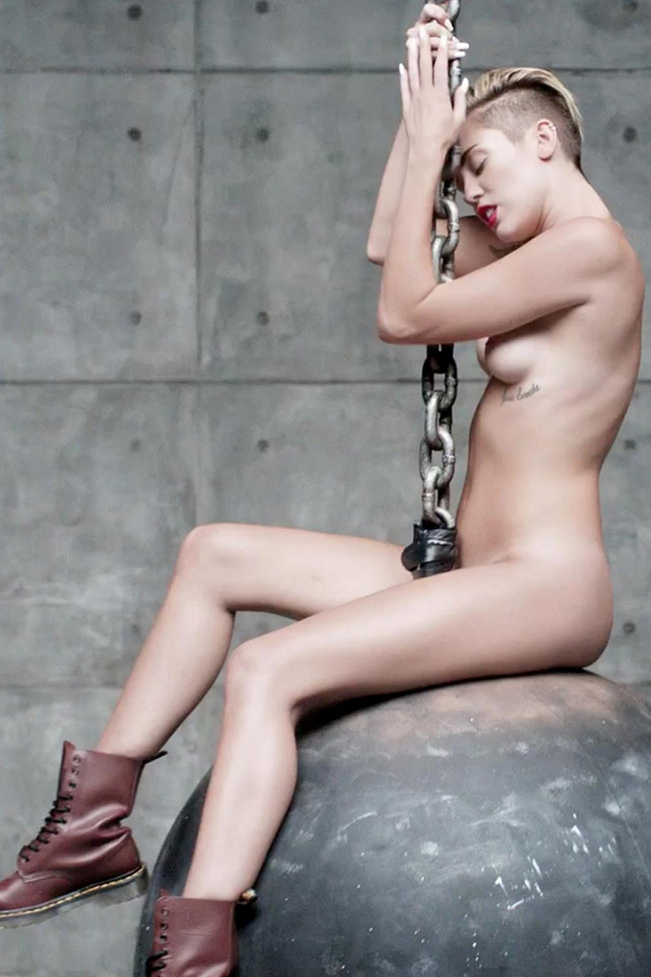 Miley Cyrus Versión Porno Bola Demolición 01
