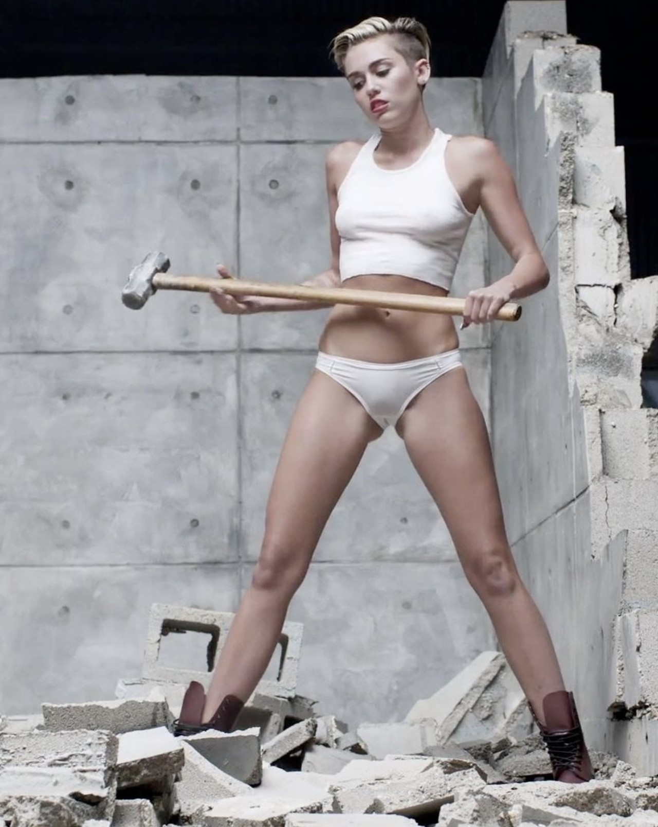 Miley Cyrus Versión Porno Bola Demolición 03