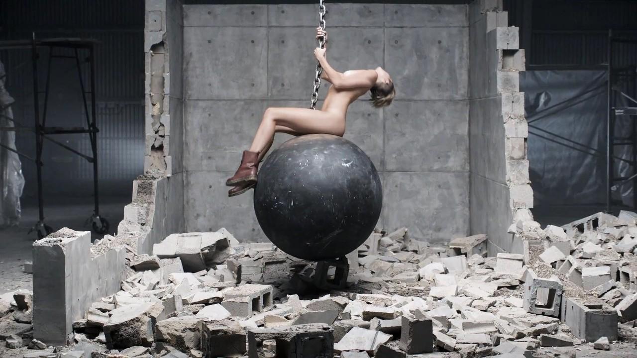 Miley Cyrus Versión Porno Bola Demolición 09