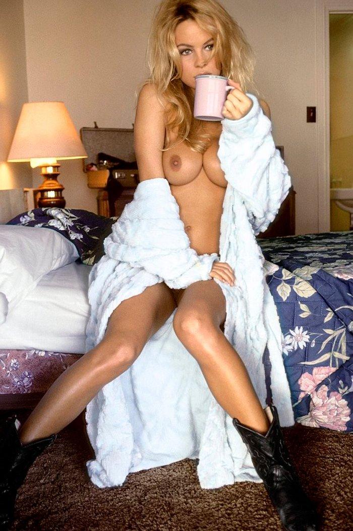 Pamela Anderson en bolas