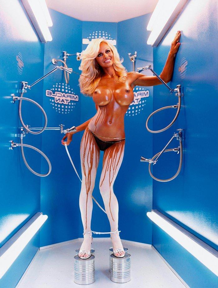Pamela Anderson enseña cuerpo desnudo