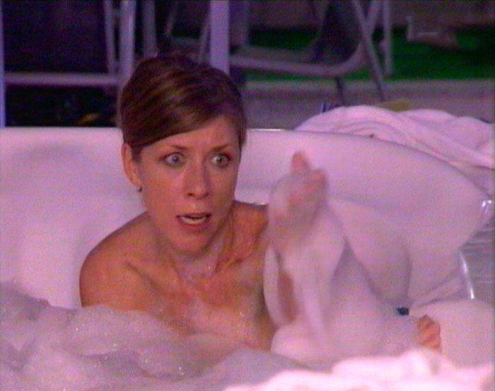 Eva Isanta desnuda en la bañera