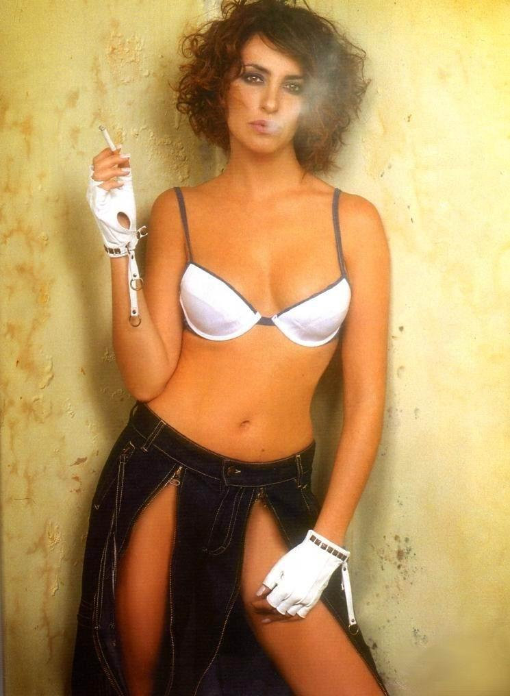 Fumando con ropa interior - MO