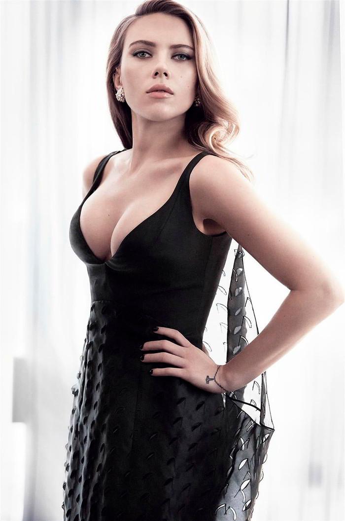 Scarlett Johansson con vestido provocador