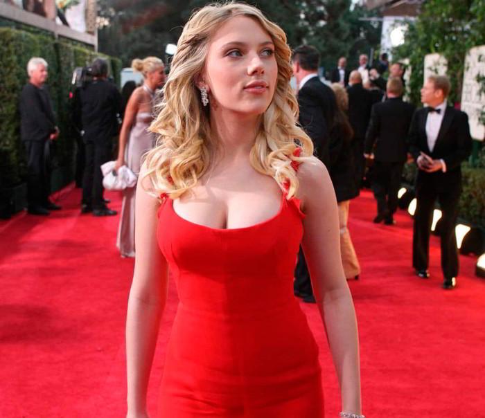 Scarlett Johansson paseando alfombra roja