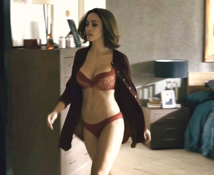Desnuda en una serie española