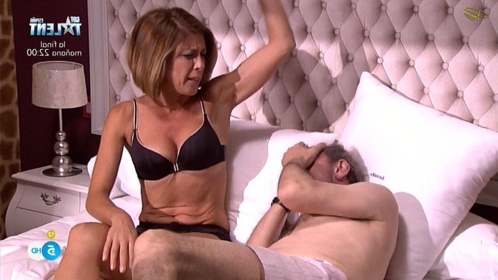 Isanta tiene sexo en la cama - EI