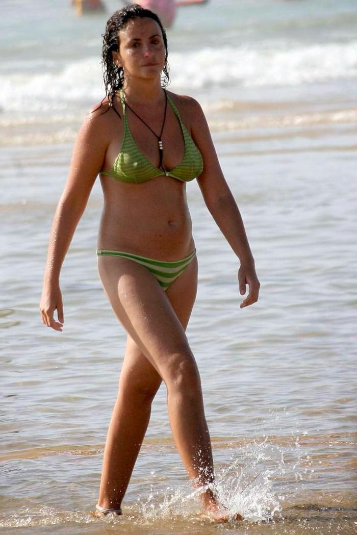 Melanie Olivares en bikini playa