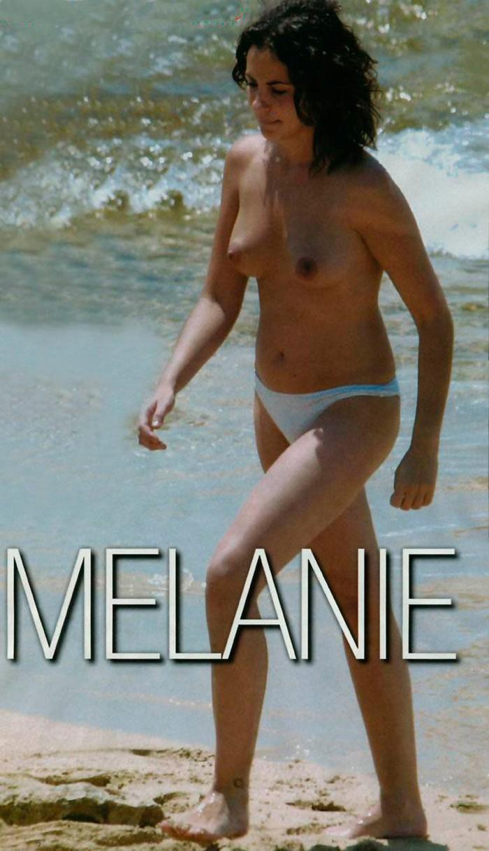 Melanie Olivares sin ropa en playa