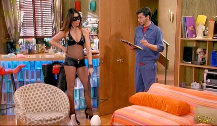 Melanie Olivares vestida como prostituta