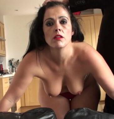 Montse Swinger es una madura sometida del porno español