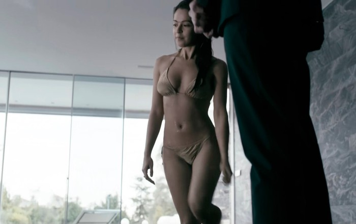 Verónica Sánchez escena Hot Sin Identidad