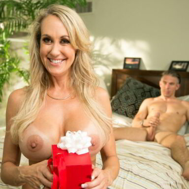 Brandi Love follando a escondidas con su amante
