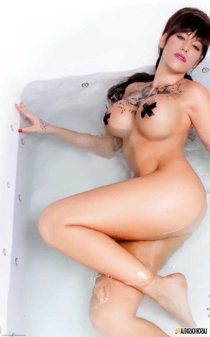 En la bañera tintada de morena