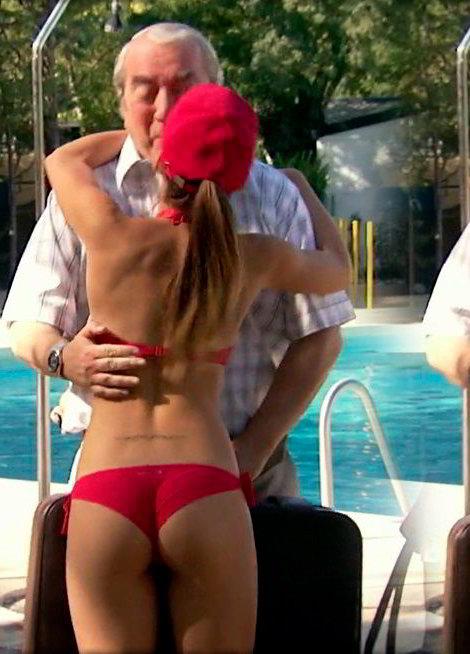 María León bikini rojo