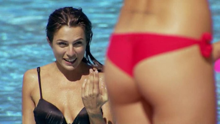 María León Provocativo Bikini Rojo Culo Aire