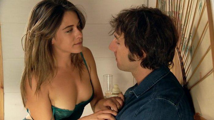 María León Semidesnuda Lencería Culo Al Aire 3