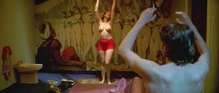 Nathalie Seseña topless en Airbag