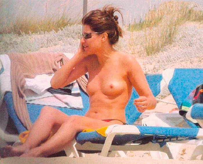 Sonia Ferrer enseña tetas tomar sol