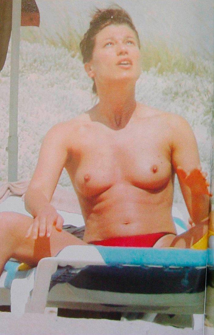 Sonia Ferrer tomando sol tetas