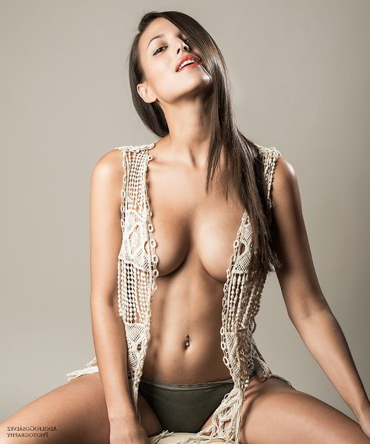 Elisa Mouliaá desnuda