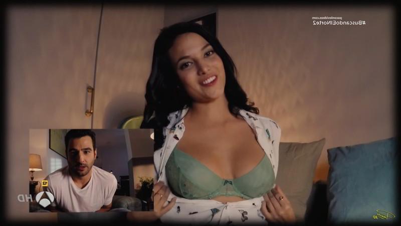 Elisa Mouliaá enseña las tetas por webcam