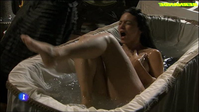 En la bañera desnuda - Aguila Roja