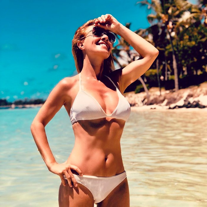 Cayetana Guillén Cuervo cuerpazo en bikini