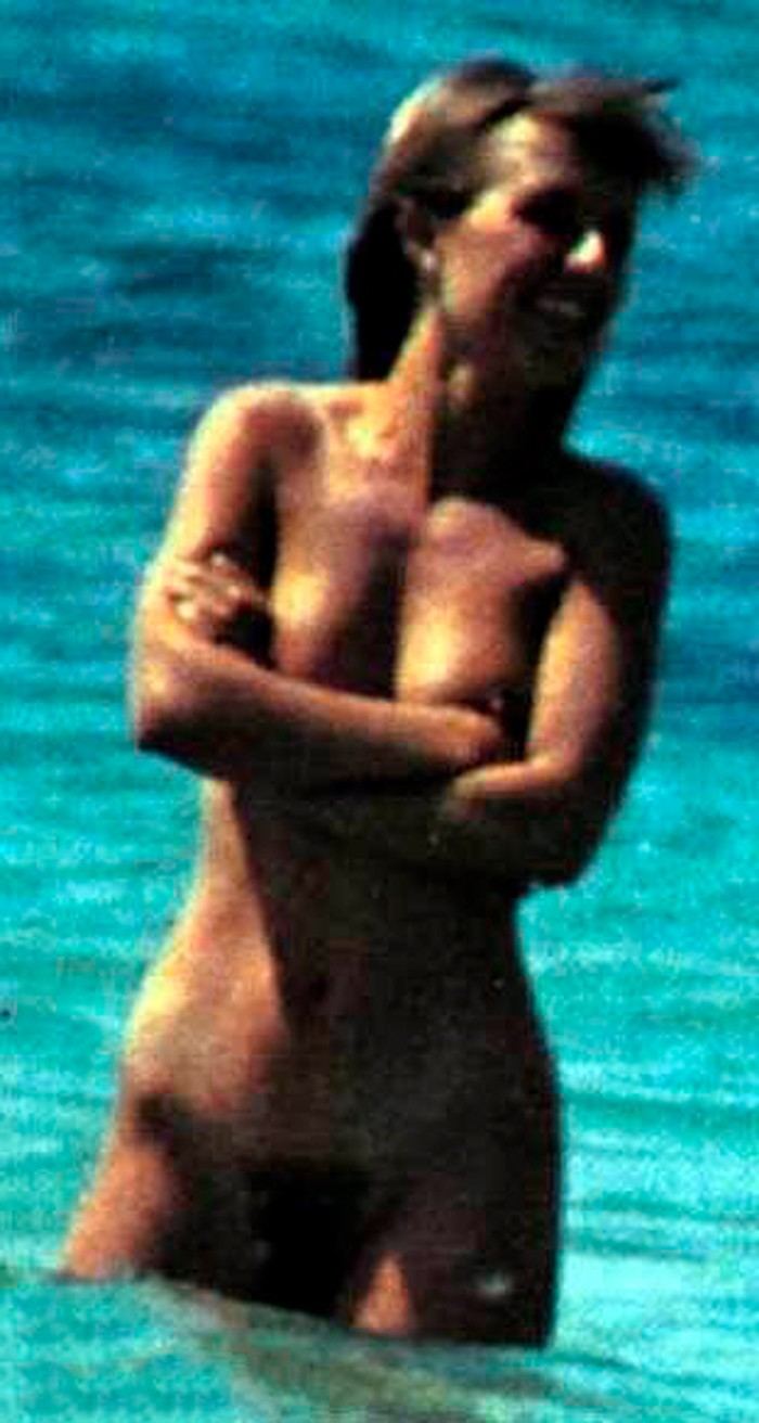 Cayetana Guillén Cuervo desnuda playa naturista