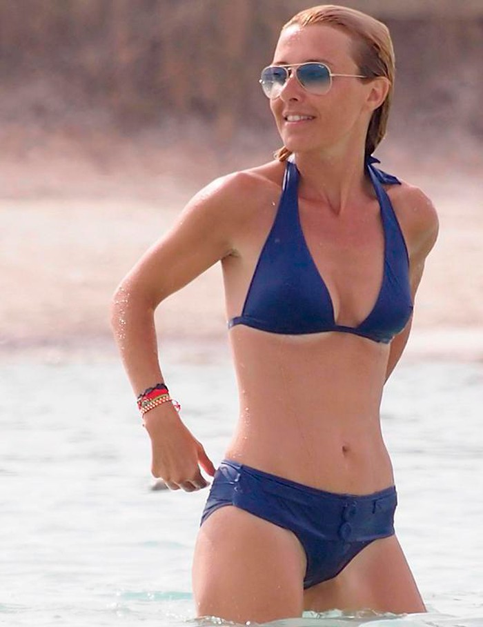 Cayetana Guillén Cuervo espectacular bikini