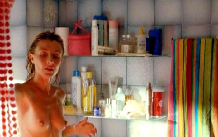 Cayetana Guillén Cuervo saliendo de ducha