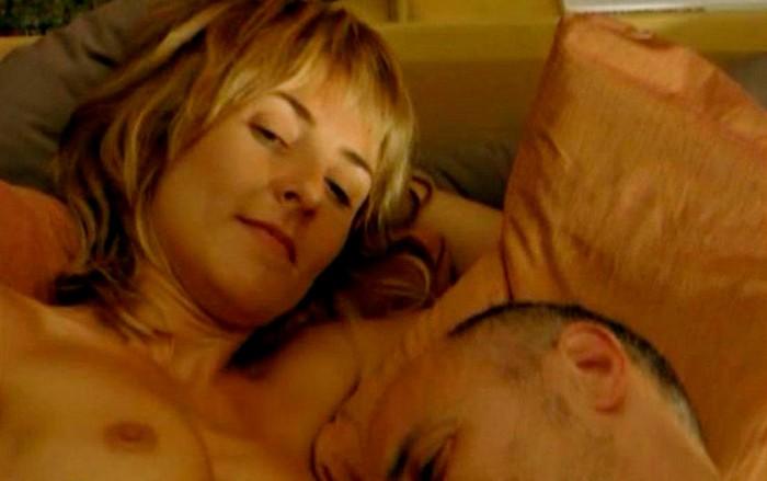 Cayetana Guillén Cuervo topless en películas