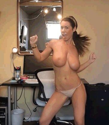 El erótico striptease de Katee Owen