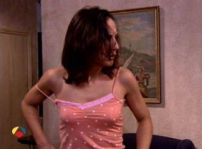 Malena Alterio llevando un camisón en ANHQV