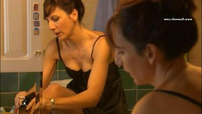 Malena Alterio Ropa interior negra cuarto baño