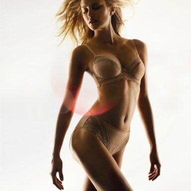 Alba Carrillo desnuda