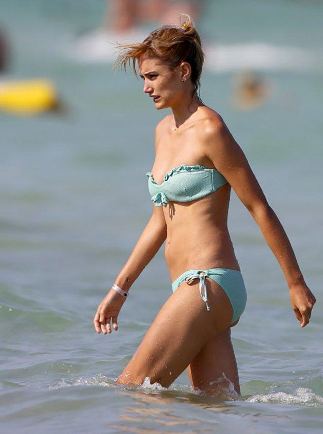 Alba Carrillo Baño playa bikini