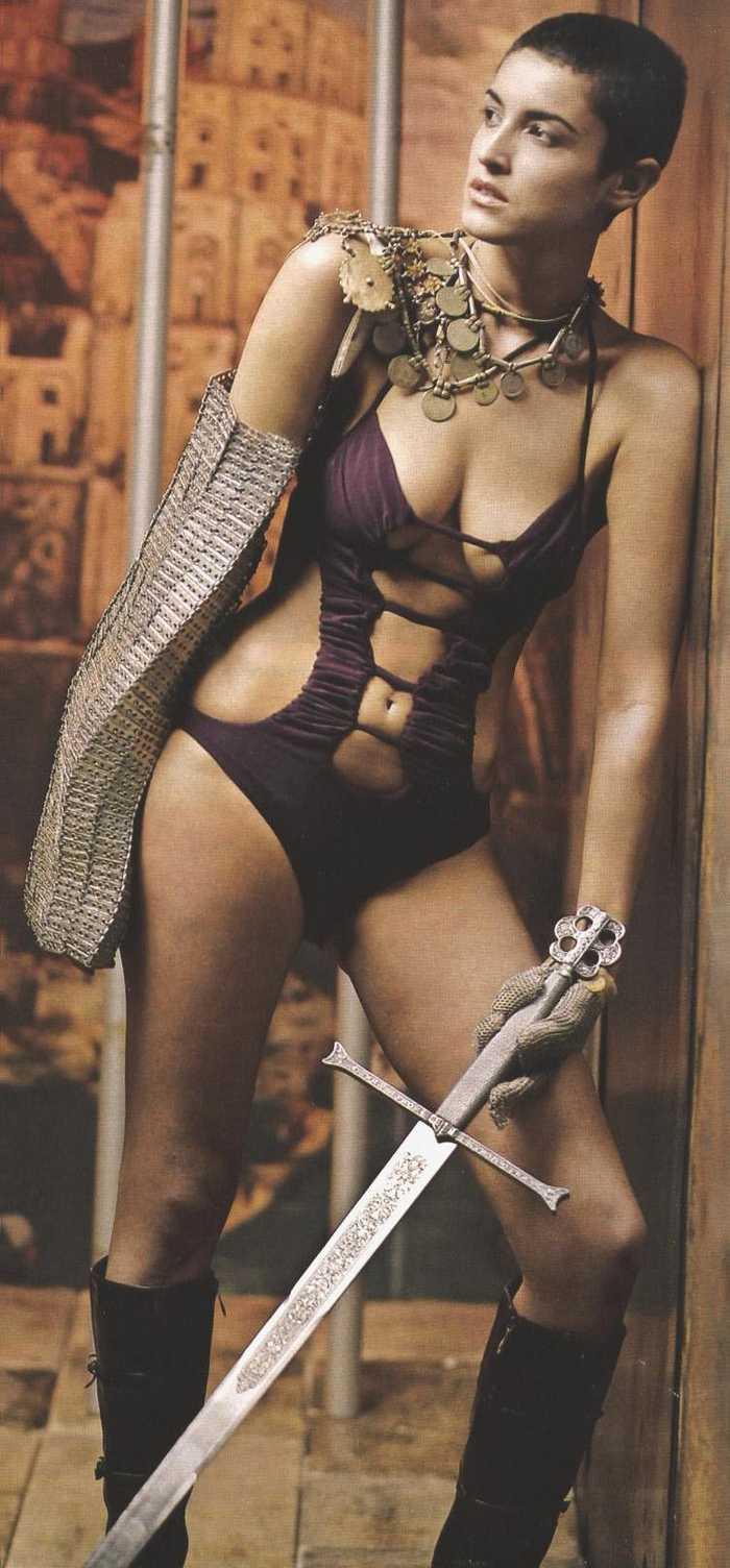 Disfraz erótica guerrera pelo corto