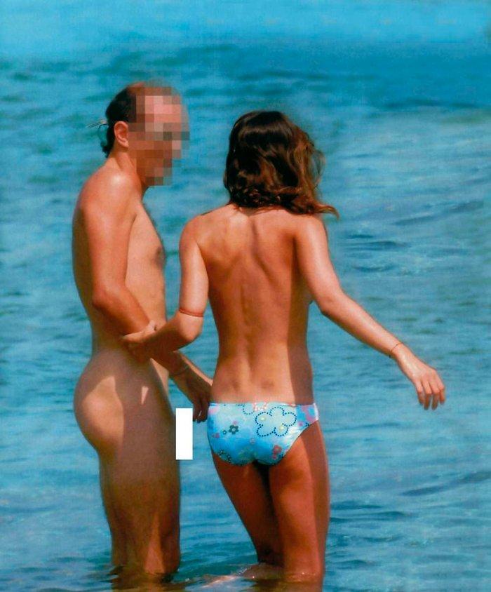Eva Santolaria pareja desnudo playa