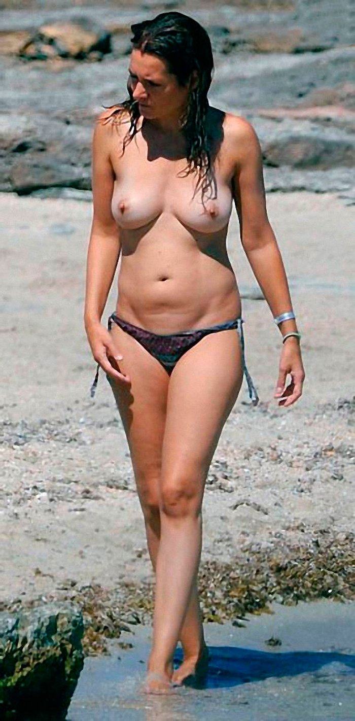 Eva Santolaria pillada Topless playa 3