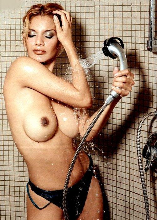 Ivonne Reyes desnuda
