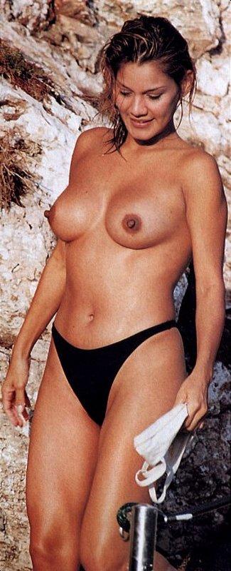 Ivonne Reyes playa