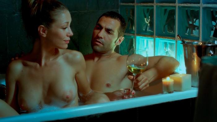 Sara Gómez desnuda bañera