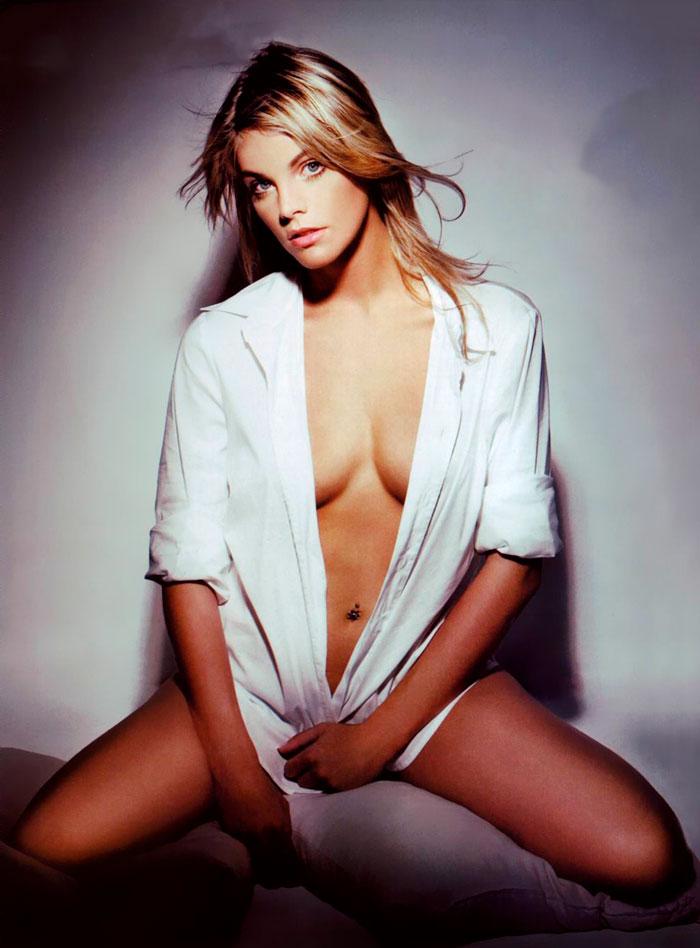 Amaia Salamanca Posado Topless