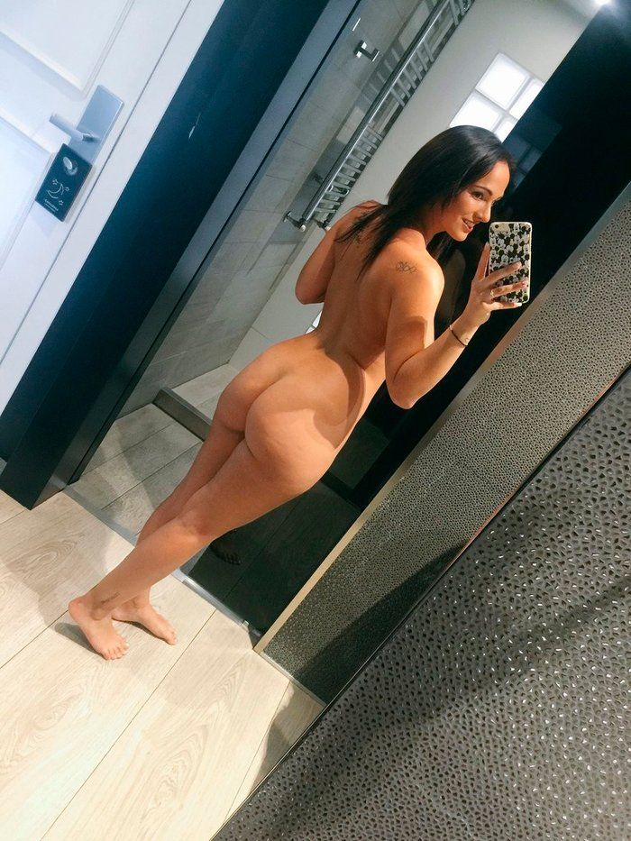 Claudia Bavel Desnuda Posado Tetas Selfi 4