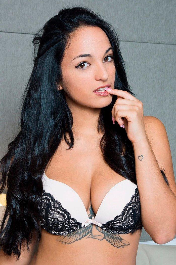 Claudia Bavel Fotos Eróticas Lencería 2