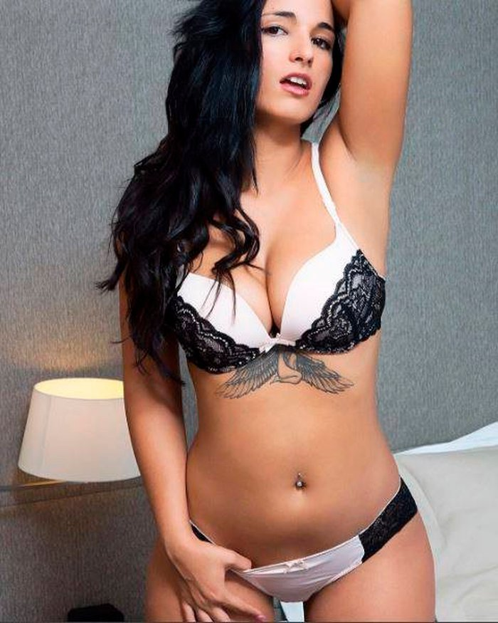 Claudia Bavel Fotos Eróticas Lencería 3