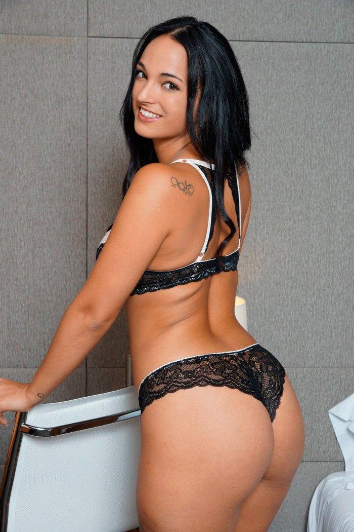 Claudia Bavel Fotos Eróticas Lencería 4